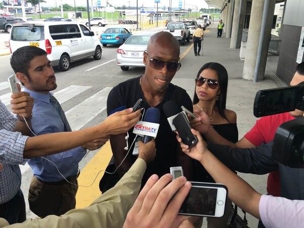 Johnny Woodly partió este martes a Orlando, Estados Unidos, para integrarse al plantel que dirige Óscar Ramírez y que iniciara la Copa América el sábado.