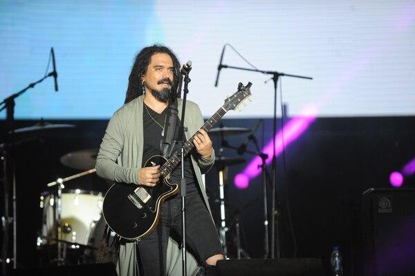 Mechas dijo estar contento por tocar de nuevo con los de Kadeho. El público los recibió con los brazos abiertos. Fotos: Jorge Navarro