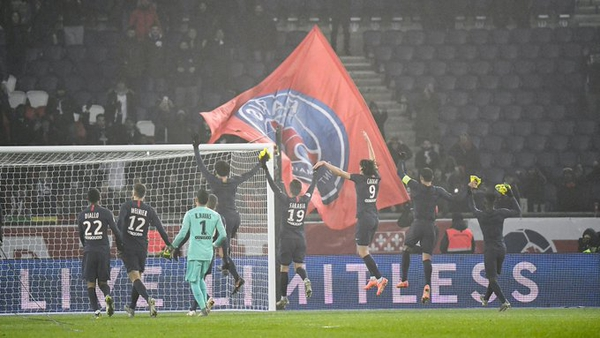 Keylor Navas celebró con el resto de sus compañeros la victoria 2 a 0 sobre el Nantes. Fotografía: PSG