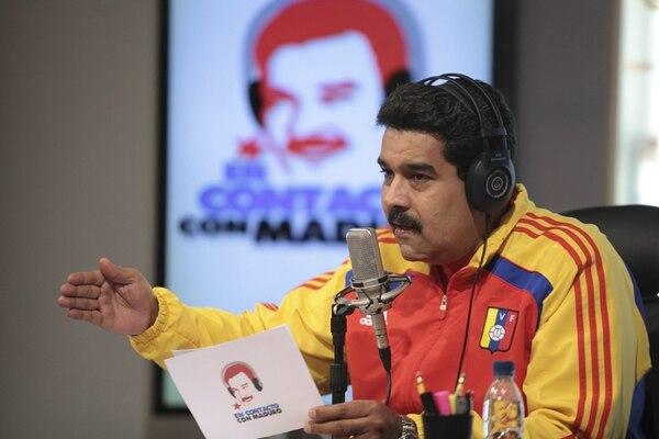 El presidente venezolano, Nicolás Maduro, hizo anoche algunos comentarios generales sobre sus planes para mejorar la producción en el programa radiofónico En contacto con Maduro , emitido desde el palacio de Miraflores, en Caracas. | EFE