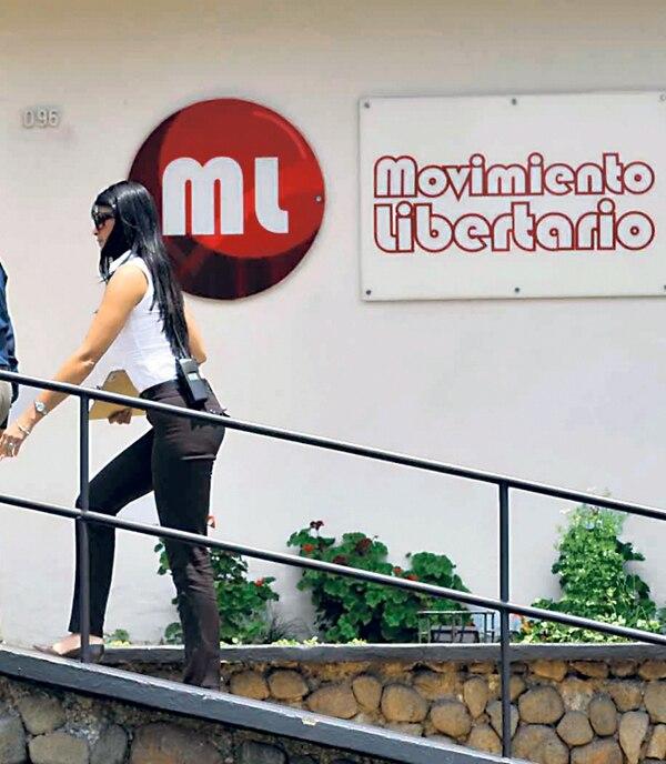 El 18 de mayo del 2011, personal judicial secuestró documentación del Movimiento Libertario en San José. | ALONSO TENORIO