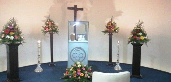 La familia de Jenny Castillo realizó una vela llena de detalles hermosos en la funeraria del Magisterio, en Paseo Colón. Foto: Cortesía