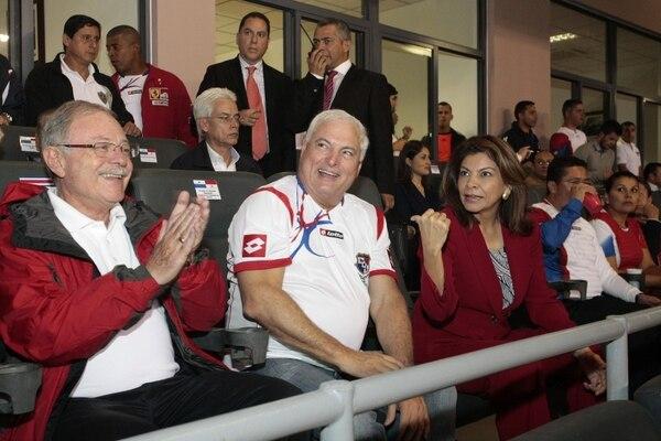 La mandataria Laura Chinchilla y el presidente panameño, Ricardo Martinelli, compartieron el encuentro entre ambas selecciones este martes.
