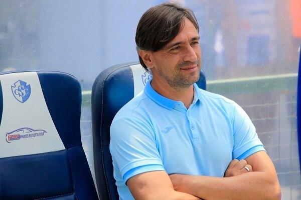 Martín Arriola, técnico de Cartaginés, se mostró satisfecho con el rendimiento de sus jugadores ante el Sporting San Miguelito. Los brumosos se impusieron 2 a 1 en partido amistoso. Fotografía: Rafael Pacheco