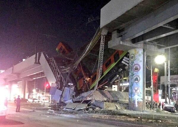 Vagones del metro luego del colapso del puente en Ciudad de México. Foto: tomada del perfil de Twitter de Suuma Voluntarios