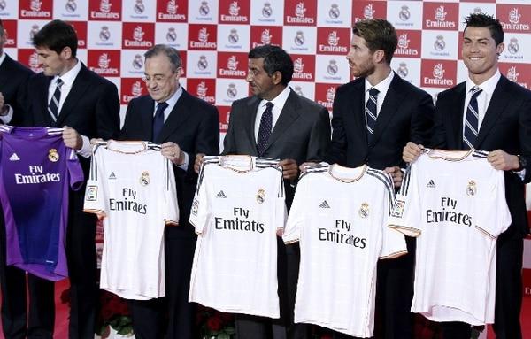 Íker Casillas, Sergio Ramos y Cristiano Ronaldo estuvieron en acto de presentación del nuevo uniforme del Real Madrid. / EFE