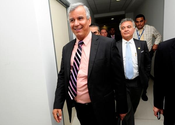 El ministro de Trabajo, Víctor Morales, anunció ayer, en Casa Presidencial, el tope a las pensiones de lujo en el sector público.   MEYLIN AGUILERA