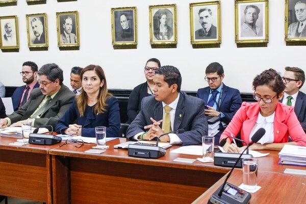 Diputados del PLN en la comisión fiscal: Silvia Hernández, Gustavo Viales y Yorleny León. Fotografías: Ignacio G. León-Páez