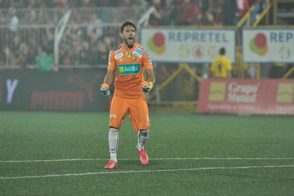El 19 de mayo de 2015 Leonel Moreira tapó un penal e impidió que la Liga consiguiera su corona número 30. Fotografia Jose Cordero