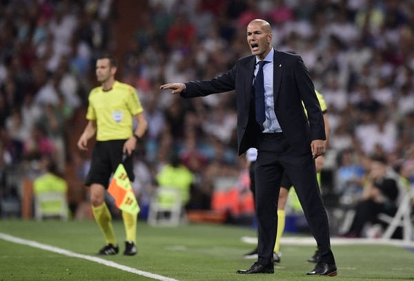Zinedine Zidane durante el partido del Real Madrid ante el FC Barcelona.