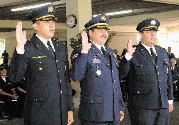 Del 1° de julio del 2007 al 15 de abril del 2008, José Fabio Pizarro (centro) ostentó el cargo de director general de la Fuerza Pública.