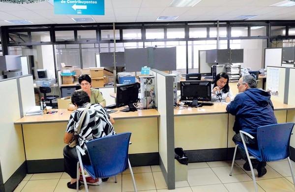 La potestad de Tributación de hacer cobros anticipados de deudas de impuestos se suspendió en agosto del 2014. Ayer los magistrados eliminaron la norma por estimarla inconstitucional y reestablecieron el proceso de cobro existente hasta el 2012.   MARVIN CARAVACA/ARCHIVO