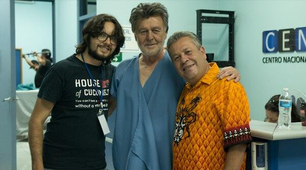 Hace seis meses, en junio del 2019, Mariano González (centro) posó junto a Juan Manuel Montero y Edgar Marín 'El Galán', durante la filmación de la película 'El reencuentro'. Foto: Cucumelo producciones para LN