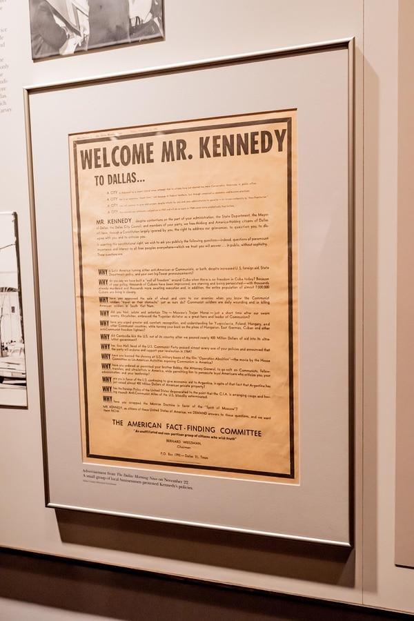 Leer la intensa lista de actividades del presidente Kennedy durante su flamante visita a Dallas, en el arranque de unos conflictivos años 60, es alucinante. Ahí quedaron, de la forma más impensable, más de la mitad de los actos oficiales a los que asistirían el mandatario y su esposa, de la forma más entusiasta, en la ciudad que, a la postre, se convertiría en último día de la vida del muy querido John F. Kennedy. / Reproducciones Eloy Vargas para La Nación