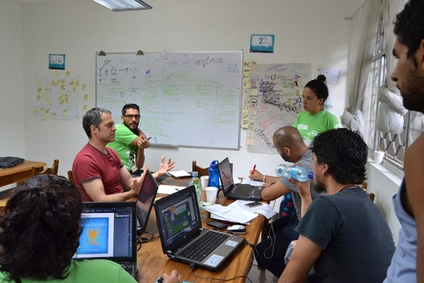 Tanto Google como UP Latam aportaron especialistas, quienes ofrecieron capacitación entre miembros de comunidades de desarrolladores de software y a personas con deseos de iniciar negocios. El objetivo de las dos firmas es fomentar un incremento de empresas dedicadas a la innovación, que aporten a la economía del país.   STARTUP WEEKEND COSTA RICA.