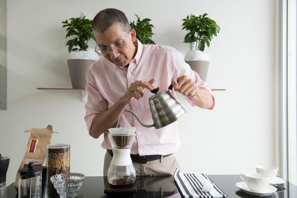 Édgar Silva ofreció toda una cátedra sobre café durante una reciente entrevista en 'Sabores, La Escuela'. La nota se publicará en la última edición de mayo de la revista 'Sabores'. Foto Nina Cordero/La Nación