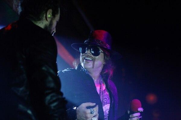 Axl Rose es el único miembro que no se ha ido del grupo desde su fundación en 1985. Guns N' Roses se mantuvo activo con otros músicos. The New York Times
