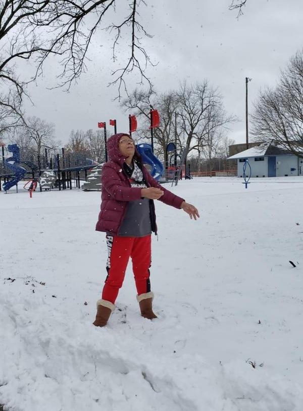Noemy Granados cumplió su sueño de viajar a Estados Unidos y conocer la nieve. Foto: Cortesía Jessica Tenorio.