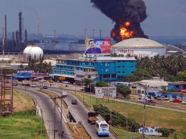 El incendio inició el miércoles durante una gran tormenta eléctrica en la zona. | AFP
