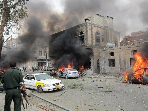 Cuatro muertos y 34 heridos en protesta frente a Embajada de EUA en Yemen - 1