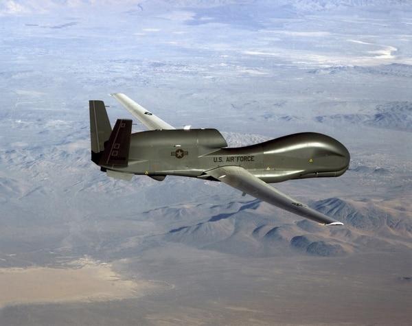 Este es un dron RQ-4 Global Hawk, como el que fue derribado por la defensa antiaérea de Irán. La foto la distribuyó la Fuerza Aérea estadounidense.