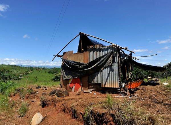 En enero del 2013, los indígenas del territorio de Salitre, en Buenos Aires de Puntarenas sufrieron quema de sus propiedades en la disputa por la tenencia de tierras. | RAFAEL MURILLO.