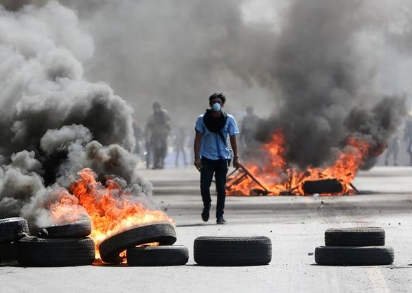 Un joven enmascarado protesta en Nicaragua contra el gobierno de Daniel Ortega en abril de 2018. Fotografía: AP/Alfredo Zuniga.