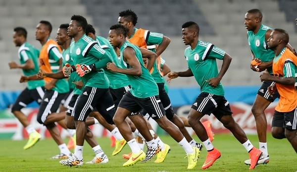 Los nigerianos se entrenaron ayer en el Arena da Baixada, previo al duelo de esta tarde contra Irán, por el grupo F del Mundial de Brasil. | AP