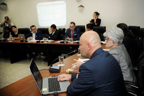 Comparencencia de la ministra de Hacienda Rocío Aguilar en la Asamblea Legislativa sobre los eurobonos en diciembre pasado. Fotografía: Rafael Murillo