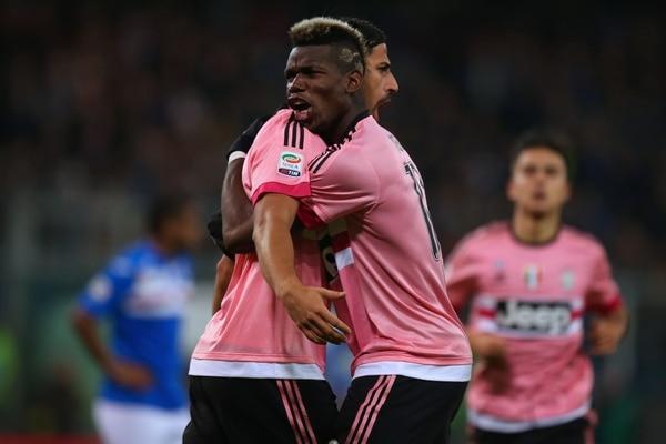 Sami Khedira junto a Paul Pogba su anotación. Juventus conquistó su noveno triunfo seguido al imponerse este domingo (1-2) a la Sampdoria.