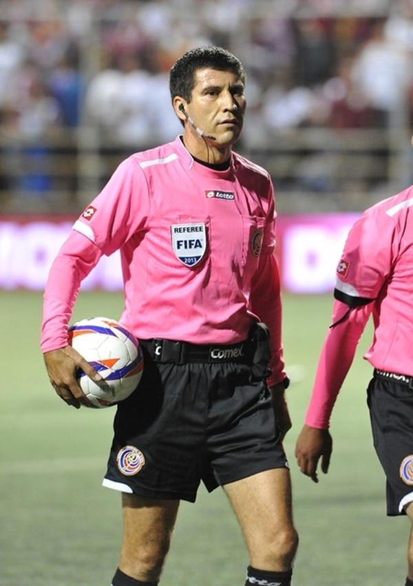 Wálter Quesada dirigió el juego de anoche en el Saprissa. | CARLOS BORBÓN