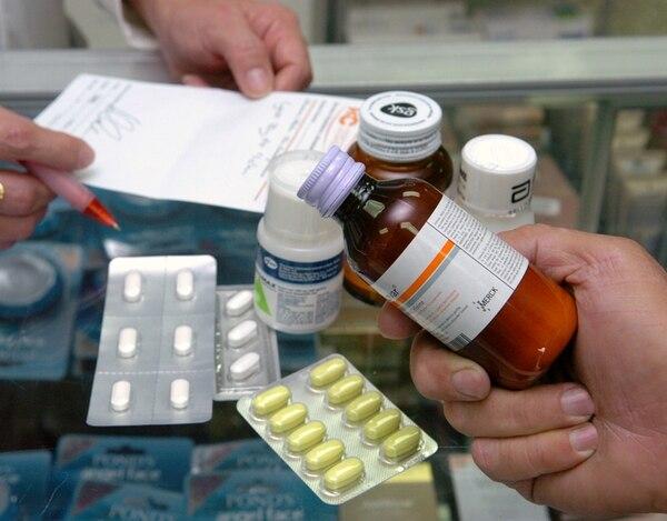 Uno de los mayores problemas de la resistencia es que hay antibióticos que son vendidos a personas sin necesidad de receta. Carlos León/LN.