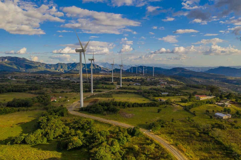 El parque eólico Alisios, ubicado en Guanacaste, tiene una capacidad de producción de energía de 80 megavatios y es propiedad de la empresa guatemalteca. Foto: Corporación Multi Inversiones.