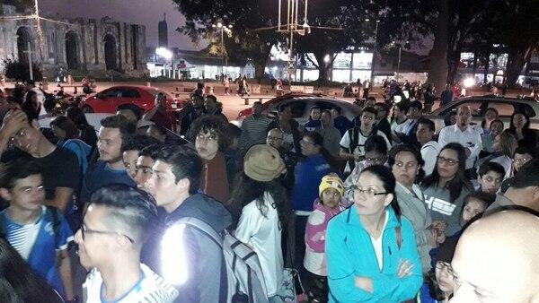 Atletas y padres de familia llegaron hasta la Municipalidad de Cartago para buscar una solución por la falta de entrenadores en el Comité Cantonal de Deportes y Recreación. Fotografía: Keyna Calderón