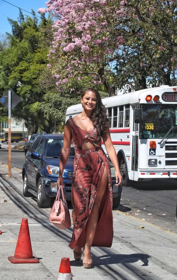 Tracy Herrera, de Heredia y 19 años, llegó a la audición. Ella posee experiencia en concursos de belleza y actualmente tiene la corona del Reina de la Belleza de San Carlos. Fotografia: John Durán.