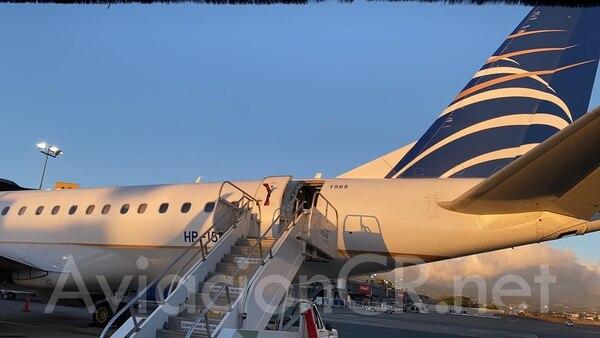 El vuelo 788 de Copa, que iba rumbo a Panamá la tarde de este sábado, fue cancelado por sospechas de personas asociadas a casos sospechosos del nuevo coronavirus. / AviaciónCR.Net para LN.