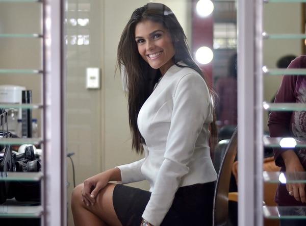 Aunque recién llegaba de un viaje de 30 horas, Fabiana Granados, Miss Costa Rica 2013, siempre se mostró simpática y bella ante la prensa a la que atendió este martes en las instalaciones de Canal 7. | MARÍA ANDREA GARCÍA.