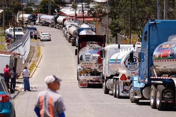 Huelguistas cierran ingreso al plantel de Recope en Ochomogo
