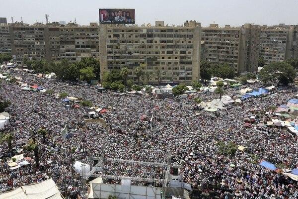 Al menos una persona ha muerto a causa de los disparos del Ejército egipcio contra los seguidores de Mursi.