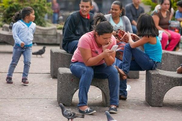 La OCDE señala que la experiencia de Costa Rica con la mayor competencia en las telecomunicaciones ejemplifica el impacto significativo que la posición regulatoria con respeto a la competencia puede tener en el bienestar de los consumidores. Foto: Jorge Arce/Archivo.