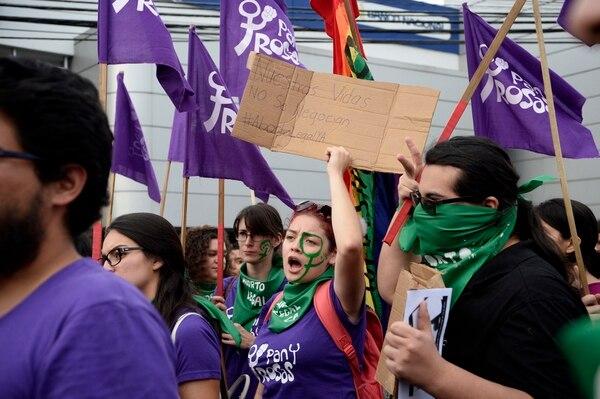 Diversas organizaciones se manifestaron el 8 de agosto frente a Casa Presidencial, en Zapote, para exigir la firma de la norma que legaliza el aborto terapéutico. Foto: Diana Méndez