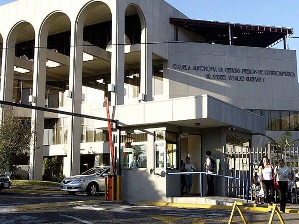 La resolución para suspender al estudiante fue adoptada ayer en la sede de Ucimed, en Sabana oeste.