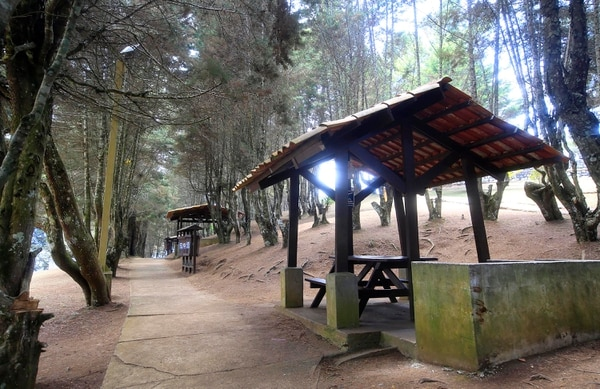 En el Mirador Orosi hay cabañas para realizar parrilladas. La entrada al lugar es gratuita. Foto: Rafael Pacheco.