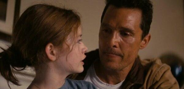 A diferencia de los anteriores, este tráiler se centra en la relación de McConaughey con su hija (interpretada por la actriz de Twilight, Mackenzie Foy).