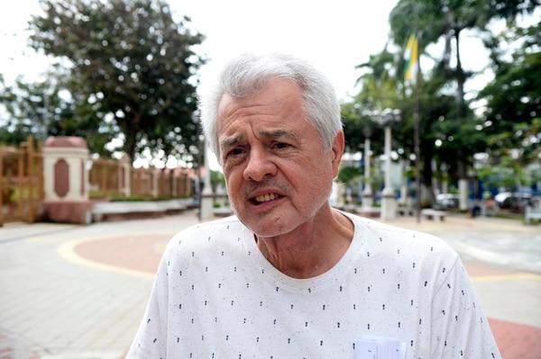 Raúl Alvarado, forma parte del comité de vecinos de Mastate de Orotina, que conoce poco del progreso de la obra. Foto: Diana Méndez