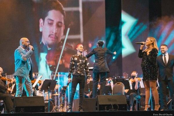Bernardo Quesada, David Nick y Majo León disfrutaron en el escenario en la apertura del concierto. Foto: David Chacón/Cortesía.