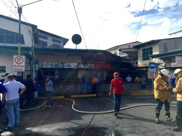 Un incendio ocasionó que el mercado de Naranjo sufriera daños en el 30% de su estructura.