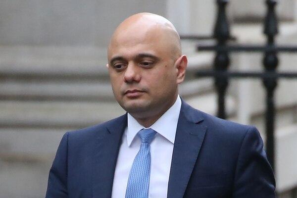 El ministro de Finanzas, Sajid Javid, camina en el 10 de Downing Street en el centro de Londres, el 13 de febrero del 2020. Foto: AFP
