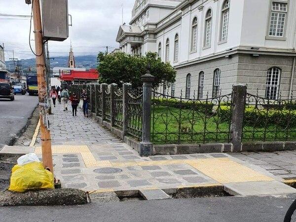 Anteriormente, el Código Municipal encargaba la construcción de aceras a los propietarios de bienes inmuebles. Foto suministrada por Fernando Gutiérrez