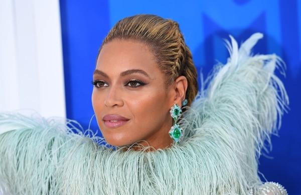 Beyoncé tiene 35 años de edad. Está casada con Jay-Z desde el 2008.